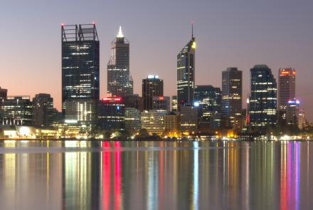 """Perth city skyline. By <a href=""""//commons.wikimedia.org/wiki/User:Mark"""" title=""""User:Mark"""">Mark</a> - <span class=""""int-own-work"""" lang=""""en"""">Own work</span>, <a href=""""http://creativecommons.org/licenses/by-sa/3.0"""" title=""""Creative Commons Attribution-Share Alike 3.0"""">CC BY-SA 3.0</a>, <a href=""""https://commons.wikimedia.org/w/index.php?curid=40759658"""">Link</a>"""