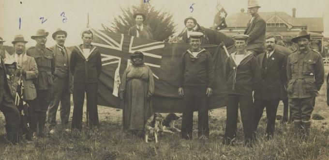 """Port Lincoln Aboriginal personality known as """"Black Fanny"""" with members of the Armed Services and other local residents during the 1914–18 War (State Library of South Australia, B27552)."""